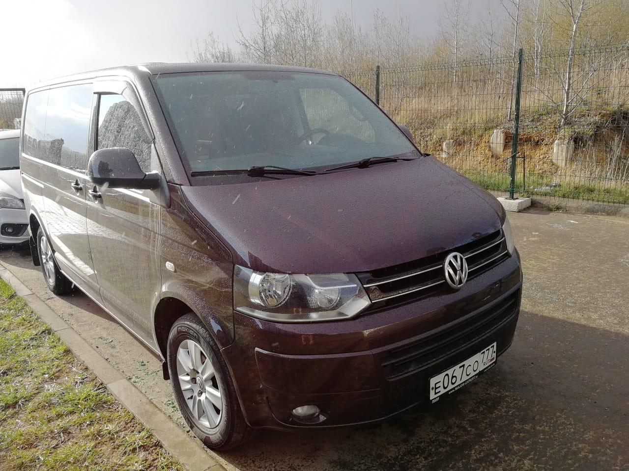 Volkswagen Multivan  2.0 АМТ 2012 года